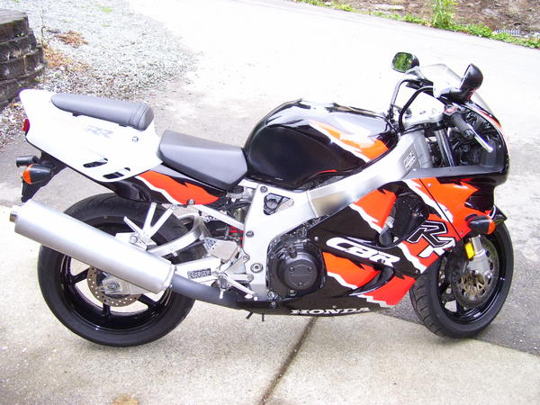 Click image for larger version  Name:cbr900rr new.jpg Views:12 Size:61.7 KB ID:54027