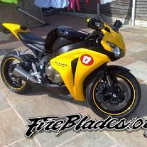 just bought a new cbr1000rr fireblade broggie replica fitted a new tail tidy